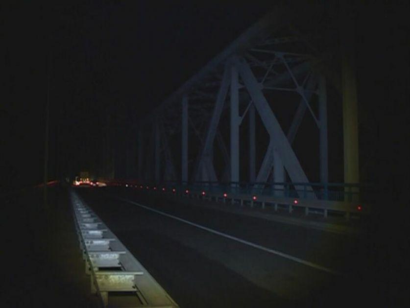 GRANIČAR SKOČIO S MOSTA U SAVU: Drama na Rači! Završio smenu, popeo se na most i pravo u ledenu vodu! Kolege ga spasile!