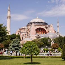 GRCI PRETE SANKCIJAMA TURSKOJ! Kipte od besa zbog promene statusa muzeja Aja Sofija u džamiju (FOTO)