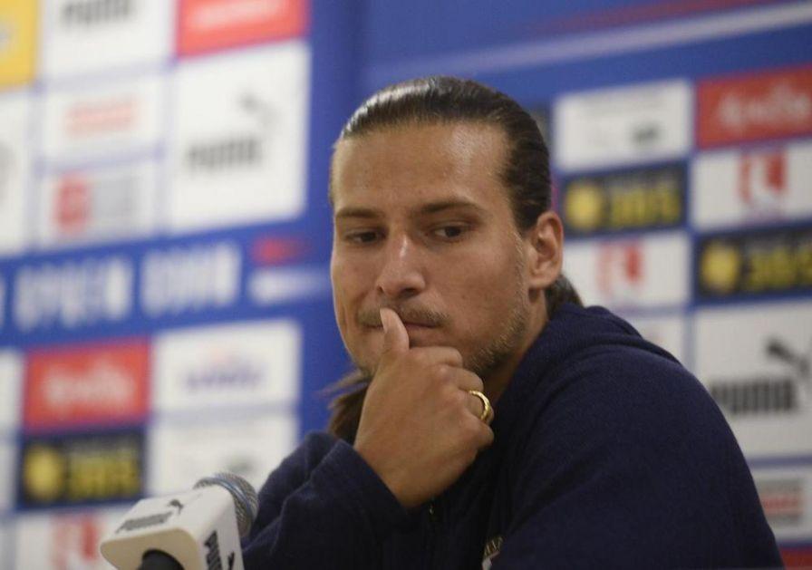 GRCI SPREMILI ODBRANU ZA PRIJOVIĆA Grčki mediji nevešto brane srpskog fudbalera: Samo je platio cenu svoje popularnosti!