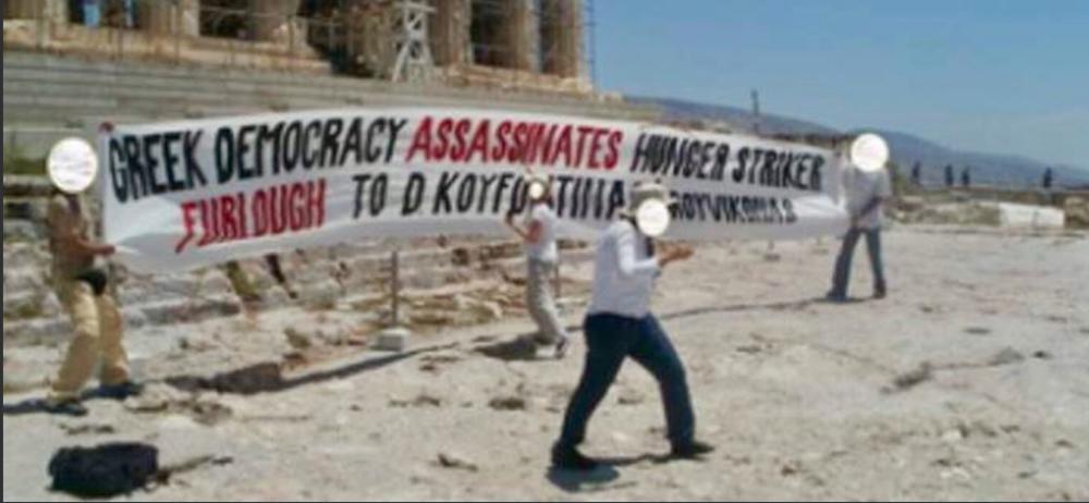 GRČKI ANARHISTI PODRŽALI TERORISTU: Napravili protest podrške osuđenom ektremisti na Akropolju