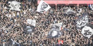 """""""GROBARI"""" ISKAZALI NEZADOVOLJSTVO Ispred prostorija crno-belih se još jednom čulo: """"Marš iz Partizana!"""""""