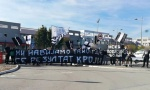 """""""GROBARI"""" PROTESTOVALI ISPRED FSS U PAZOVI: Mi navijamo tamo gde se rezultat kroji"""