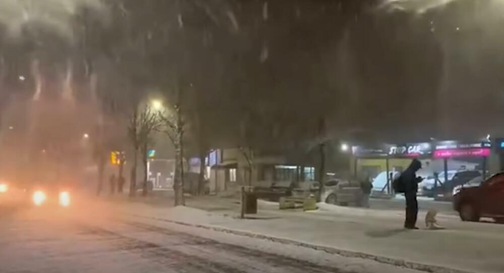 GRUDVAJU SE I PRAVE SNEŠKA BELIĆA: Dok Sibir i Kanada gore, u Brazilu snežna oluja i rekordno niske temperature VIDEO