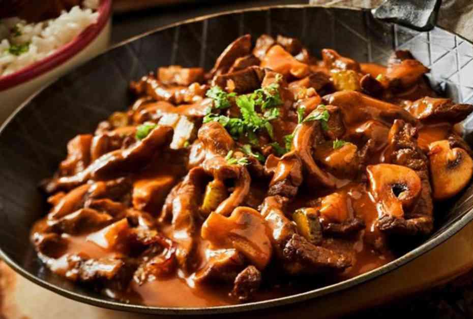 GULAŠ STROGANOV: Ruski specijalitet sa najkremastijim sosom i mesom koje se raspada! (RECEPT)