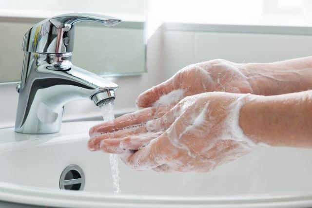Gel za suvo pranje ruku: Evo kada ga treba koristiti, a kada sapun i vodu