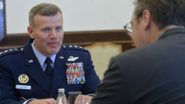 General Volters sa Vučićem o komunikaciji Kfora i Vojske Srbije