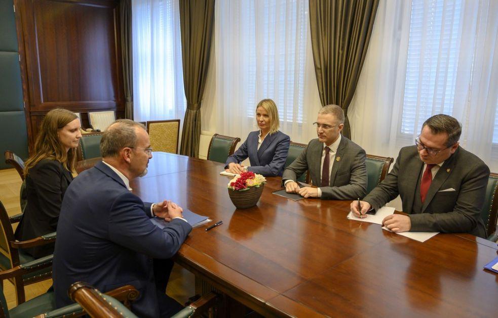 Godfri i Stefanović o koroni i izborima