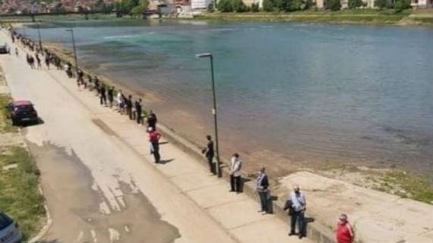 Goražde, živim zidom branili obale Drine