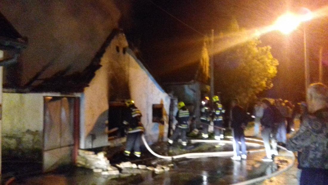 Gorela porodična kuća u Bačkoj Palanci, nema povređenih