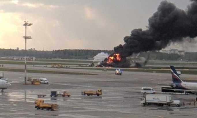 Gori avion na moskovskom aerodromu Šeremetjevo, povređeno najmanje 5 osoba (VIDEO)