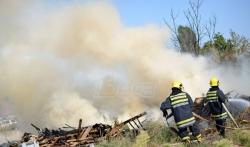 Gori deponija smeća kod Zrenjanina, gust dim se širi ka gradu
