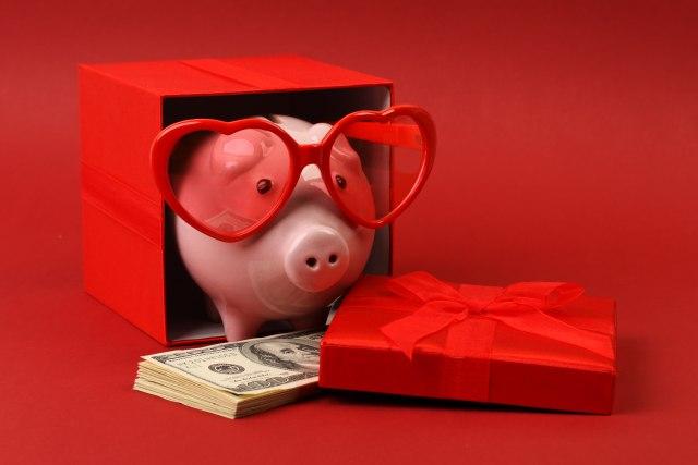 Građani SAD za Valentinovo potrošili 27 milijardi dolara