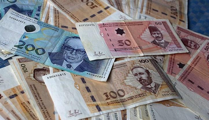 Građani sve zaduženiji, bankama duguju 2,4 milijarde KM