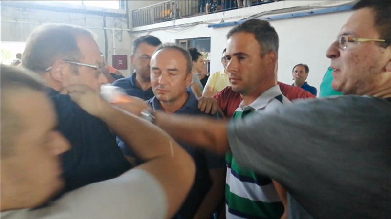 Gradonačelnik Bora Aleksandar Milikić napadnut na zboru u Krivelju [VIDEO]