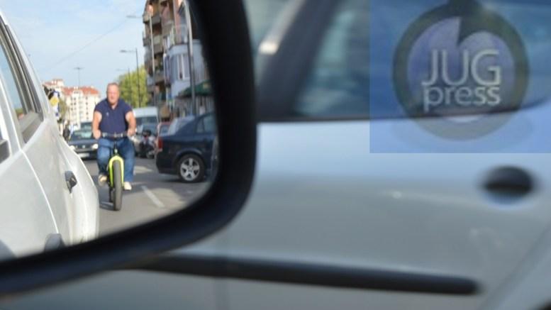 """Gradonačelnik Leskovca vozio biciklu zbog akcije """"Dan bez automobila"""""""