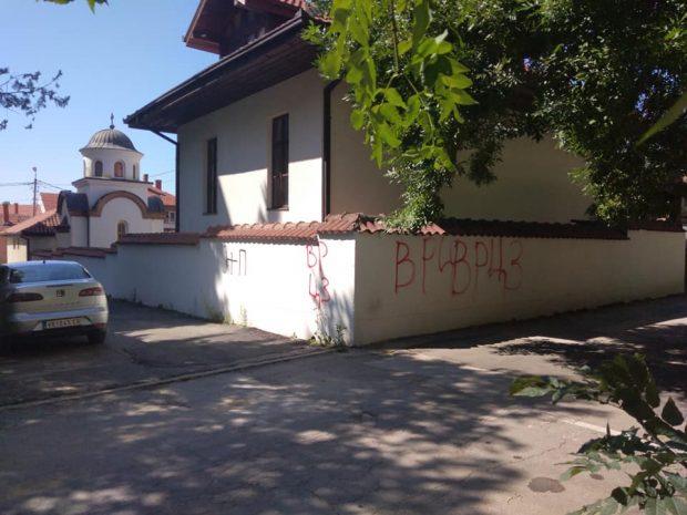 Grafiti na crkvi vandalizam koji se stalno ponavlja