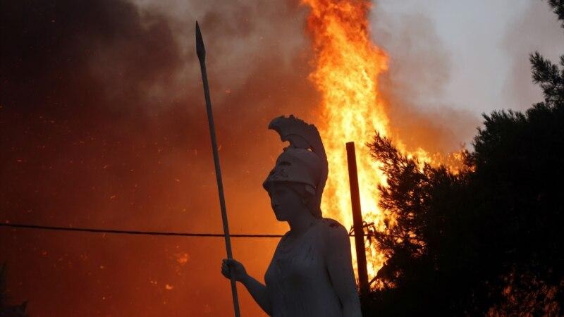 Grčki vatrogasci bore se s požarima u Olimpiji i na Eviji