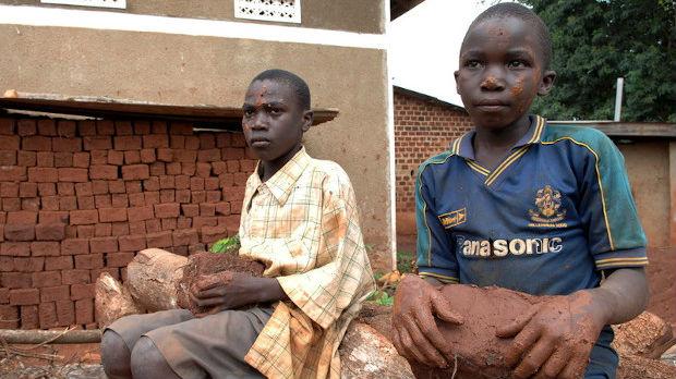 Gugl i Epl među optuženima za smrt dece u Kongu