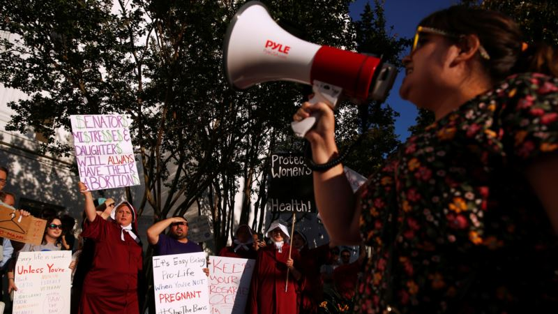 Guvernerka Alabame potpisala zakon o zabrani abortusa