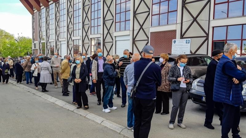 Gužve ispred centra za vakcinaciju u Prištini