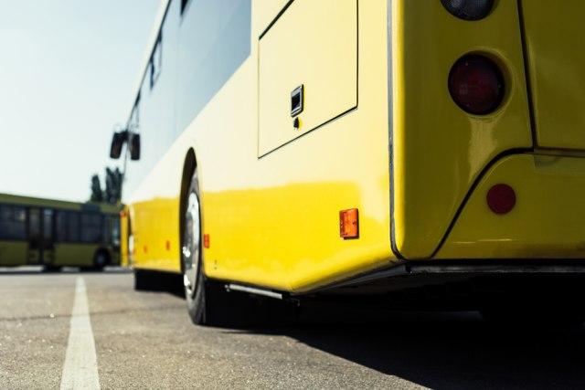 Gužve kod Pravnog fakulteta, autobus na liniji 27 udario u semafor