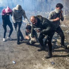 HAOS I BEZAKONJE NA GRANICI: Izbio sukob policije i migranata, letele kamenice, bačen suzavac