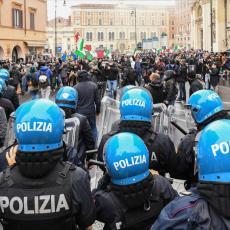 HAOS I BEZAKONJE NA ULICAMA ITALIJE: Sukob demonstranata i policije, letela pirotehnika i kamenice
