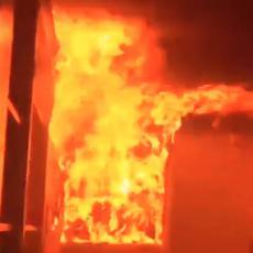HAOS U BLIZINI BELE KUĆE! Zapaljena PREDSEDNIČKA CRKVA, uhapšeno na HILJADE DEMONSTRANATA (VIDEO)