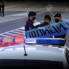 HAOS NA ZVEZDARI: Pijana devojka čupala retrovizore sa automobila i pravila nered, policija morala da blokira ulicu
