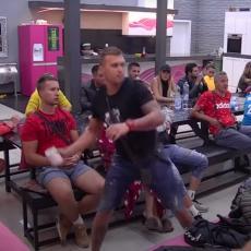 HAOS NEVIĐENIH RAZMERA! Dok je Bora pričao o raskidu sa Milicom, Karić je ustao i POTEZOM izazvao NEMIR u Beloj kući! (VIDEO)