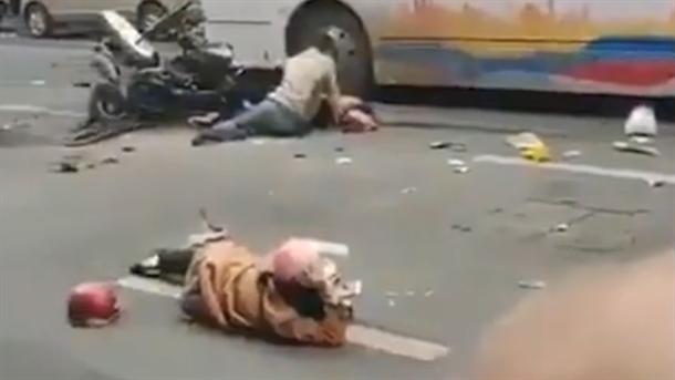HAOS: Oteo autobus, pa pregazio petoro ljudi! (VIDEO)
