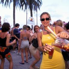HAOS U AUSTRIJI, IZ HRVATSKE IM DONELI KORONU: Više od 100 turista se zarazilo na festivalu na Pagu