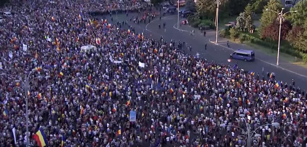 HAOS U BUKUREŠTU! 100.000 LJUDI PROTESTOVALO PROTIV KORUPCIJE, DOŠLI I IZ DIJASPORE: Krenuli na kordon policije, 440 povređenih (VIDEO)