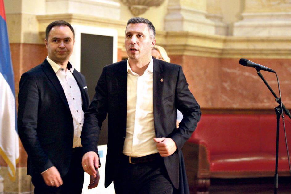 HAOS U DEMOKRATSKOJ STRANCI ZBOG PONAŠANJA LIDERA DVERI: Omladina DS napušta Savez za Srbiju zbog Boška Obradovića