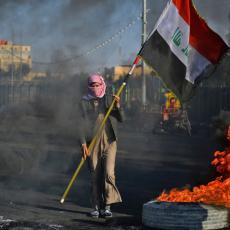 HAOS U IRAKU: Nastavljaju se protesti, DVA POLICAJCA MRTVA, DESETINE POVREĐENO (FOTO/VIDEO)