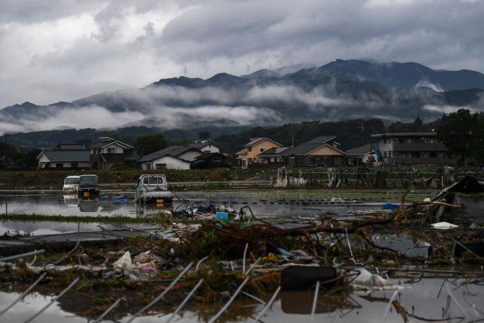 HAOS U JAPANU ZBOG OBILNIH KIŠA: Evakuiše se 219.000 ljudi, oko 5.000 zarobljeno zbog klizišta! 56 poginulih u poplavama