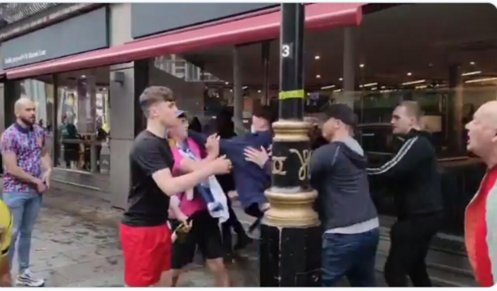 HAOS U LONDONU! Sukobili se Škoti i Englezi: VEKOVNI NEPRIJATELJI u klinču! VIDEO