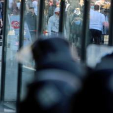 HAOS U SKOPLJU: Albanci osuđeni na doživotnu zbog terorizma, u protestima povređeno sedam policajaca  (VIDEO)