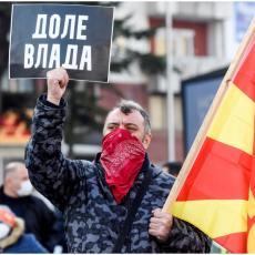 HAOS U SKOPLJU: Hiljade ljudi ispred Vlade traže ostavku Zaeva (VIDEO)