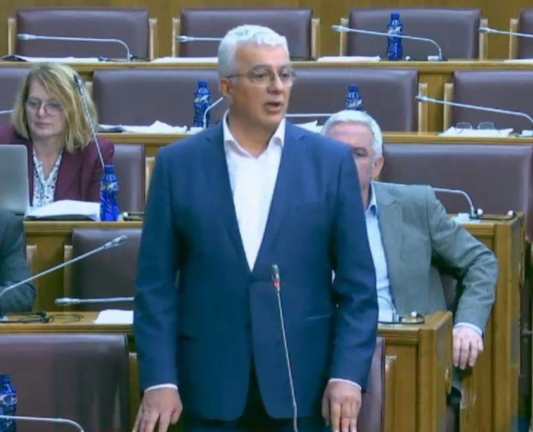 HAOS U SKUPŠTINI CRNE GORE, MANDIĆ PRETIO: Prebićemo ti i tu drugu nogu! (VIDEO)