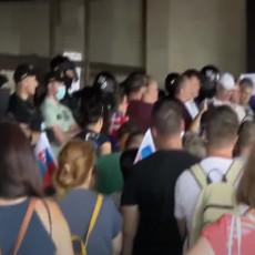 HAOS U SLOVAČKOJ: Građani izašli na ulice, policija ispalila suzavac! Ima povređenih (VIDEO)
