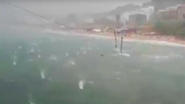 HAOS i na moru u Italiji: Padao grad veličine narandže