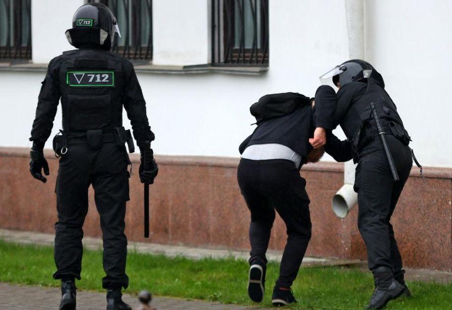 HAPŠENJA U BELORUSIJI ZBOG NACIONALNOG ŠTRAJKA: Policija privodi studente, okupilo se oko 100 ljudi u centru Minska