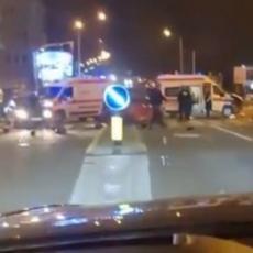 HAVARIJA NA NOVOM BEOGRADU! Automobili se sudarili sa kolima hitne pomoći - vozila potpuno SMRSKANA (FOTO)