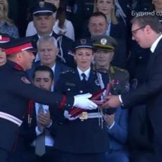 HEROJI SVOG VREMENA, PONOS I DIKA NAŠE SRBIJE! Vučić odlikovao najhrabrije pripadnike MUP-a