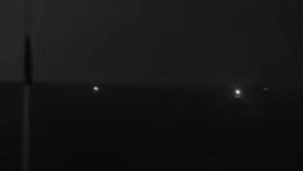HICI UPOZORENJA U ZALIVU: Američki ratni brod odreagovao na približavanje iranskih plovila! (VIDEO)