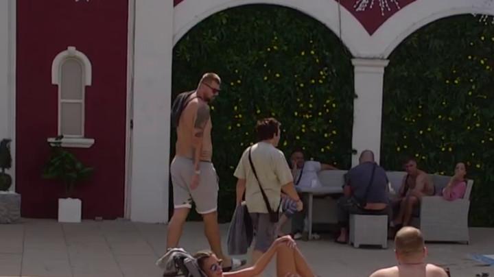 HIT! Janjuš video Zokija kako krišom PALI CRVENI KONAC, odmah ga optužio da hoće da ga OMAĐIJA! Vrištaćete od smeha zbog njihovog razgovora! (VIDEO)
