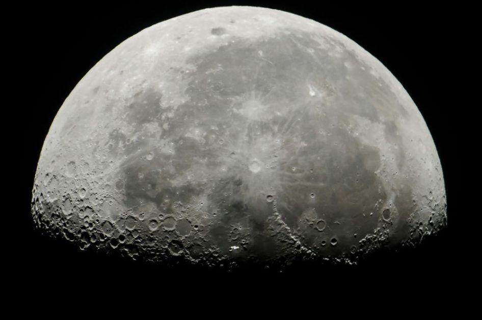 HIT OTKRIĆE: Na površini Meseca prvi put PRONAĐENA VODA!