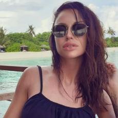 HIT! ZAPROŠENA NA MALDIVIMA: Katarinu Živković startovao BIZNISMEN na plaži: MOMENTALNO KLEKNUO