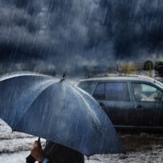 HITNO SAOPŠTENJE RHMZ: Smračiće se od oblaka, pljusnuće jaka kiša - ovi delovi Srbije na udaru u naredna dva sata
